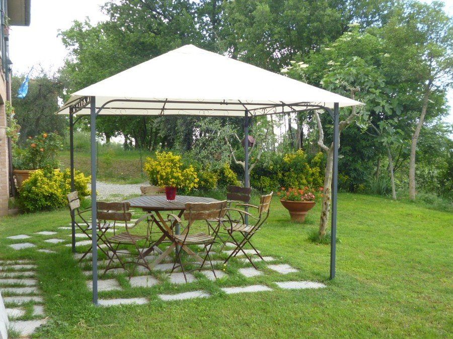 Gazebo anche in inverno idee tende da sole for Foto case con giardino