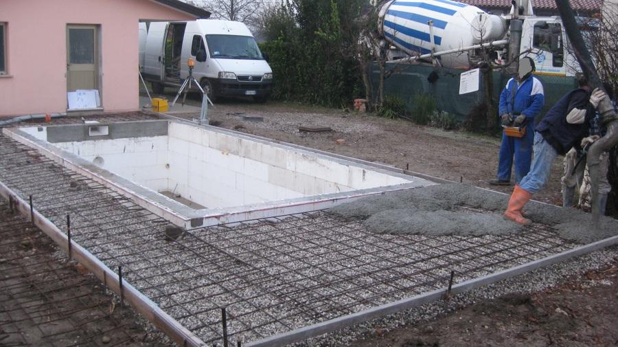 Piscina interrata con copertura di sicurezza idee for Pavimentazione della piscina