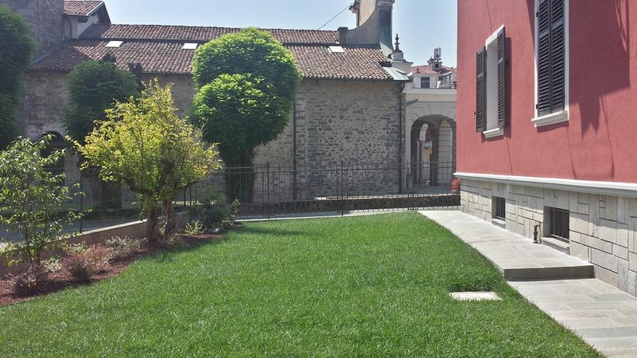 Giardino che si affaccia alla chiesa