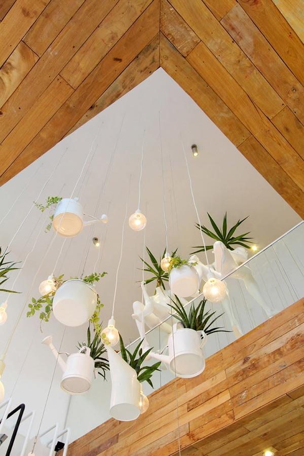Il verde abbellisce gli interni decorazioni con piante naturali idee interior designer - Giardino in casa ...
