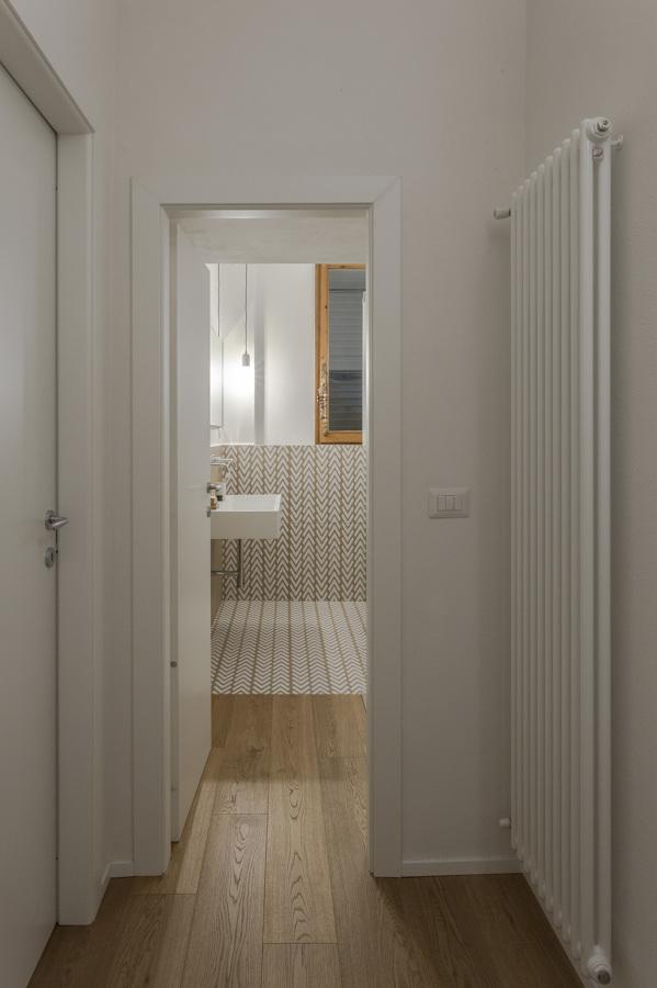 Il bagno dal corridoio