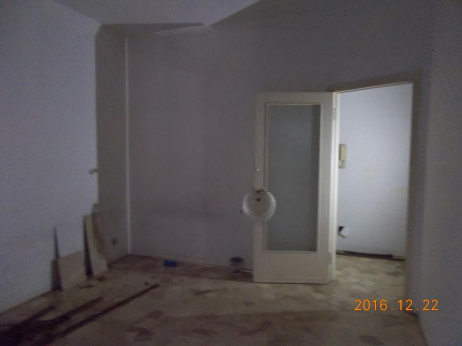 Il soggiorno prima della demolizione della parete