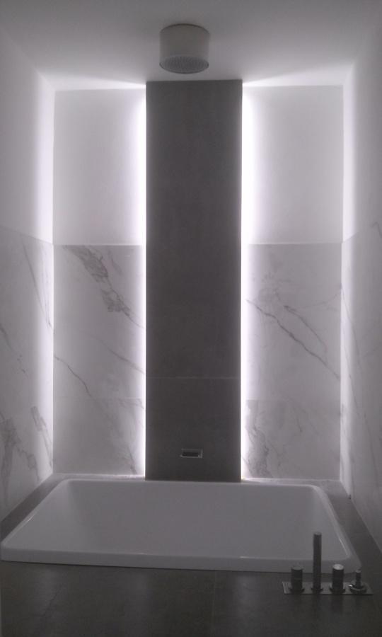 Foto illuminazione a led vasca da bagno di elettroenergie - Illuminazione da bagno ...