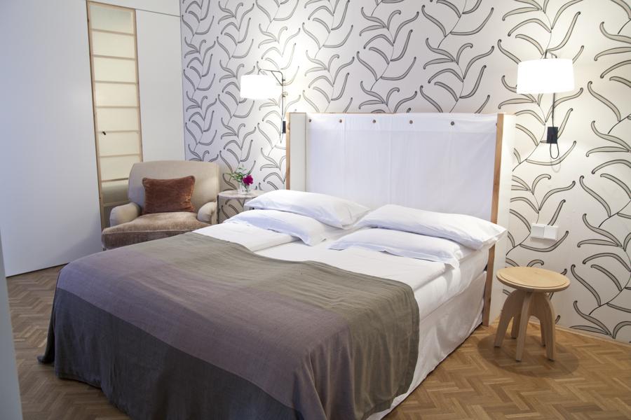 Foto illuminazione camera da letto di marilisa dones - Carta da parati in camera da letto ...