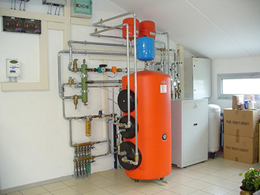Installazione pompe di calore per la produzione di acqua for Impianto di riscaldamento con pompa di calore