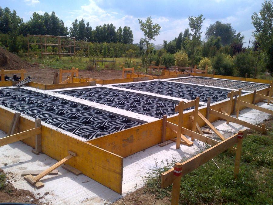 Realizzazione platee di fondazione per casa in legno e for Stili di fondazione di case