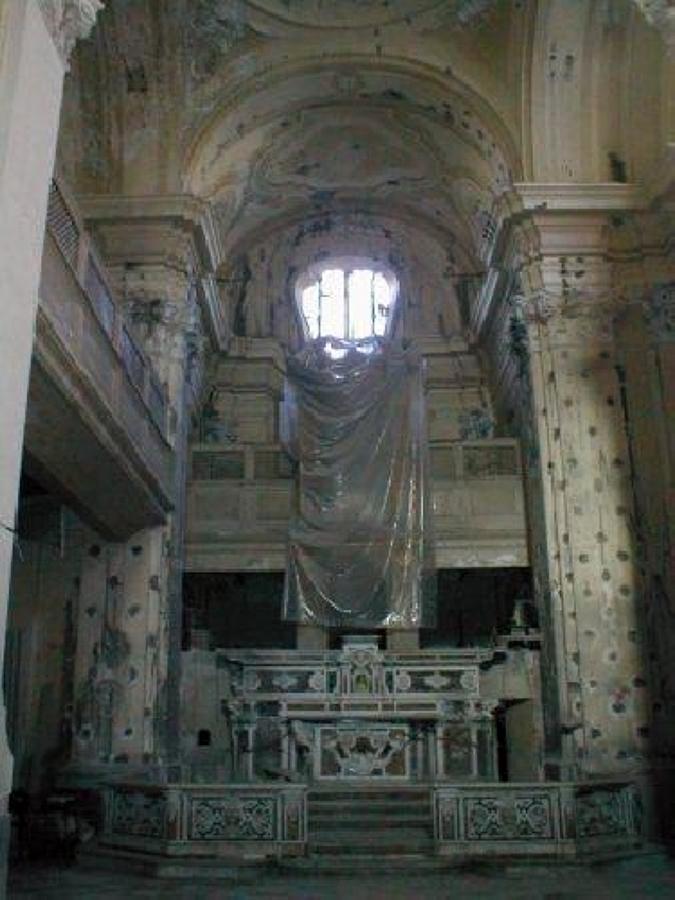 Interno chiesa di Santa Maria del SS. Rosario in Castellammare di Stabia (NA) prima del restauro