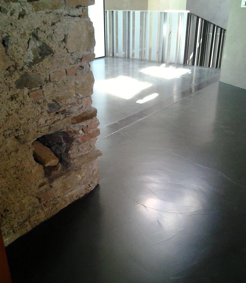 Interno pavimento in resina