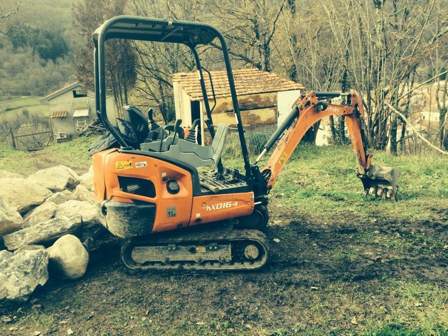 Risultati immagini per mini escavatore per terrazzamento e