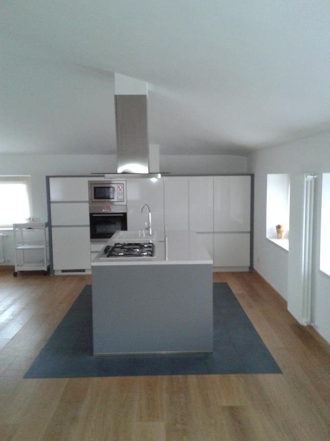 Cucina in mansarda idee interior designer - Cucine per mansarda ...
