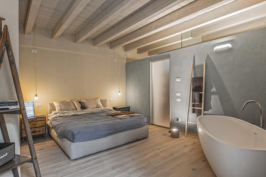 La camera da letto con bagno