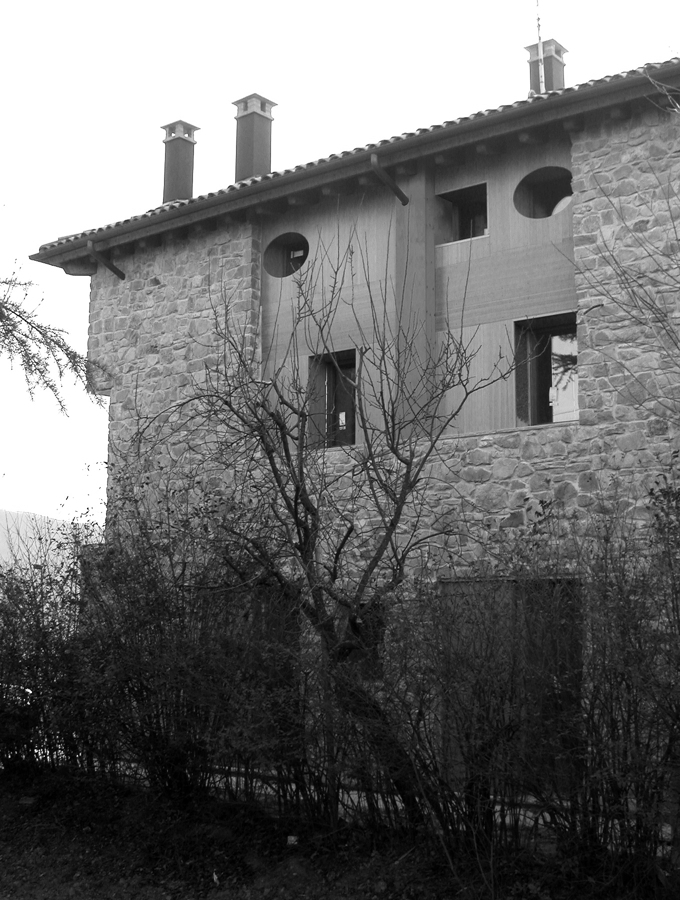la facciata nord, verso la strada