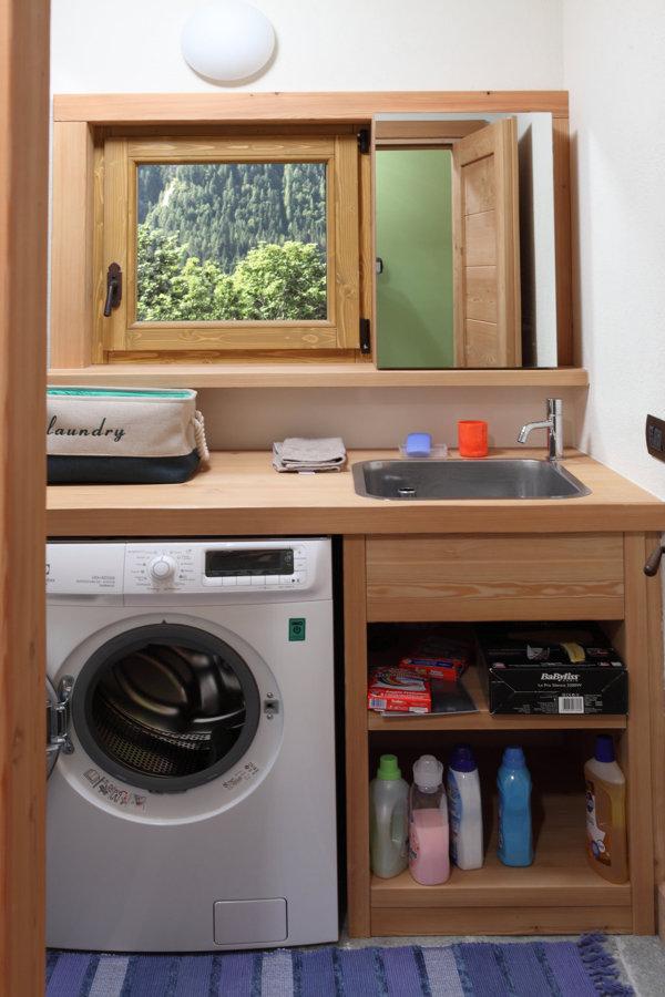 La lavanderia al piano seminterrato
