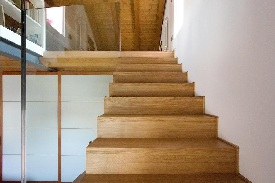 la scala che porta al piano superiore
