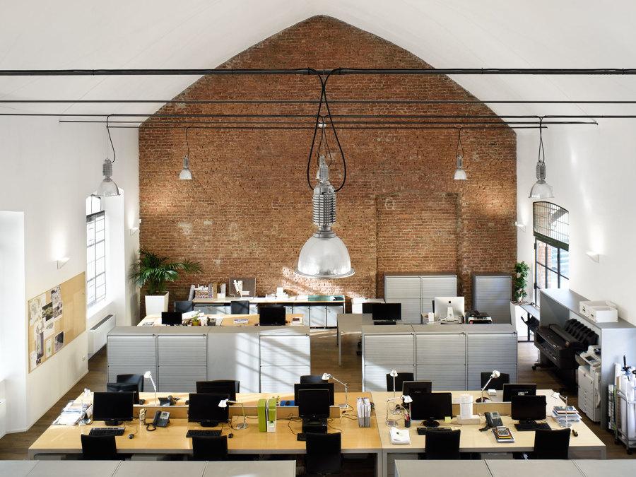 Da vecchio complesso industriale ad ufficio moderno idee for Ufficio design industriale