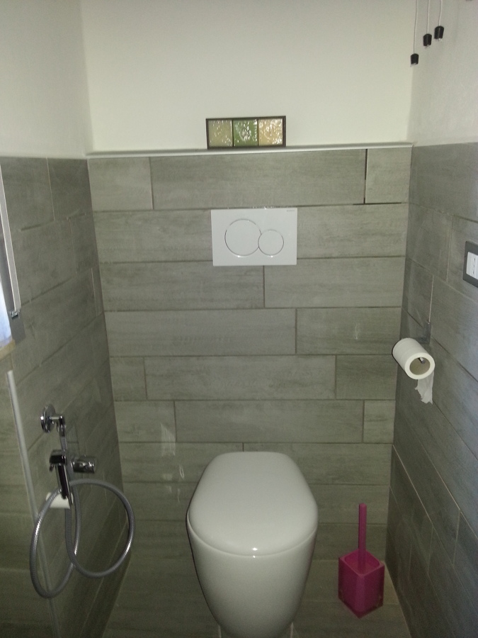 Foto: Lato WC Bagno Piccolo Finito di Innova Servizi Per La Casa ...