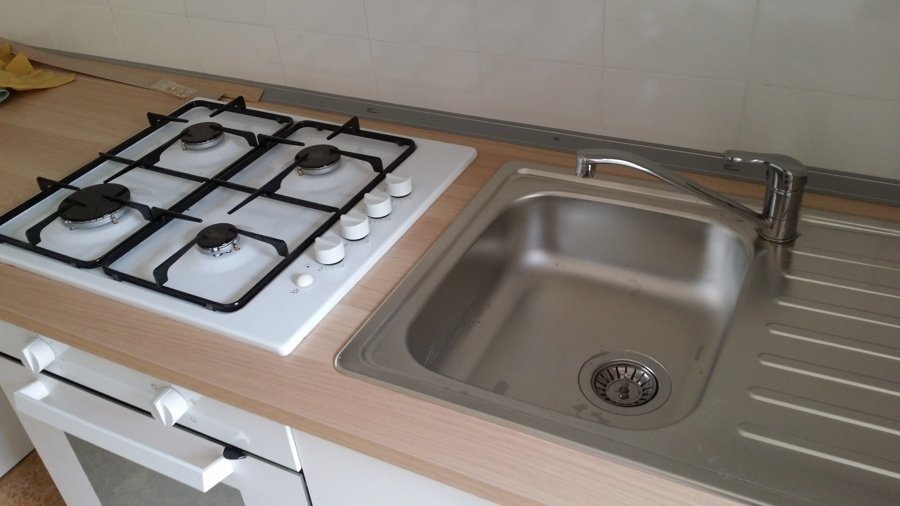 Foto lavabo e piano cottura incassati sul top di fare - Lavabo ikea cucina ...