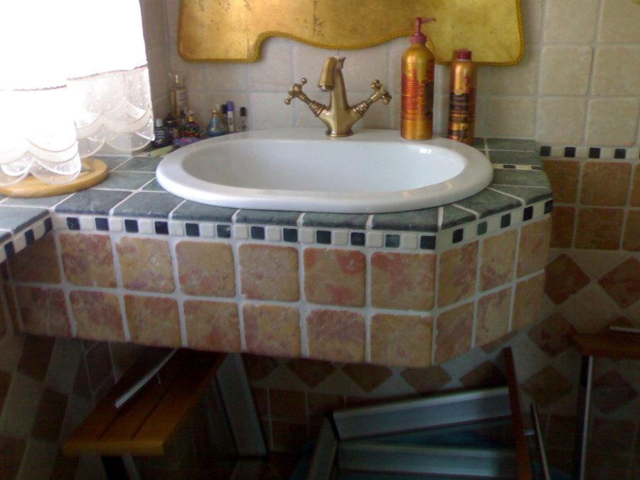 Lavandino bagno sospeso risparmio spazio idee ristrutturazione casa - Prezzi lavandino bagno ...