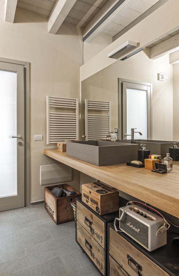 Lavandino con piano in legno