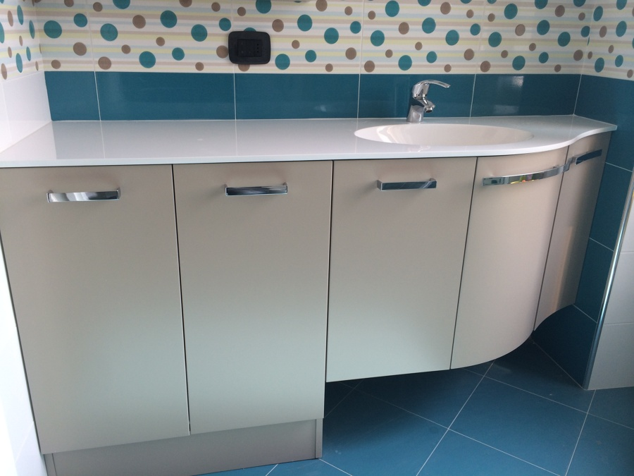 mobili lavelli lavatrice nel bagno