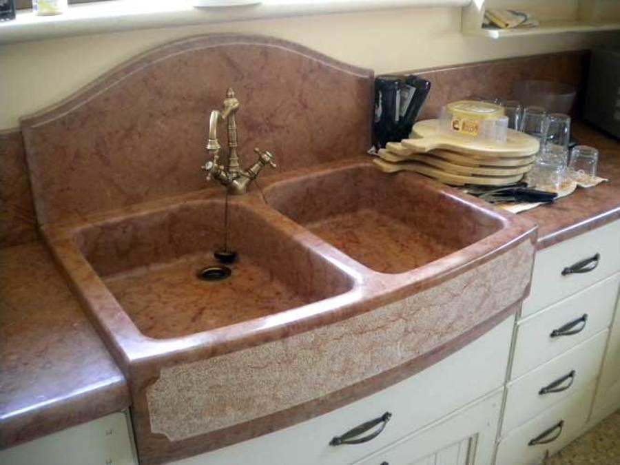 lavello a blocco unico di rosso verona