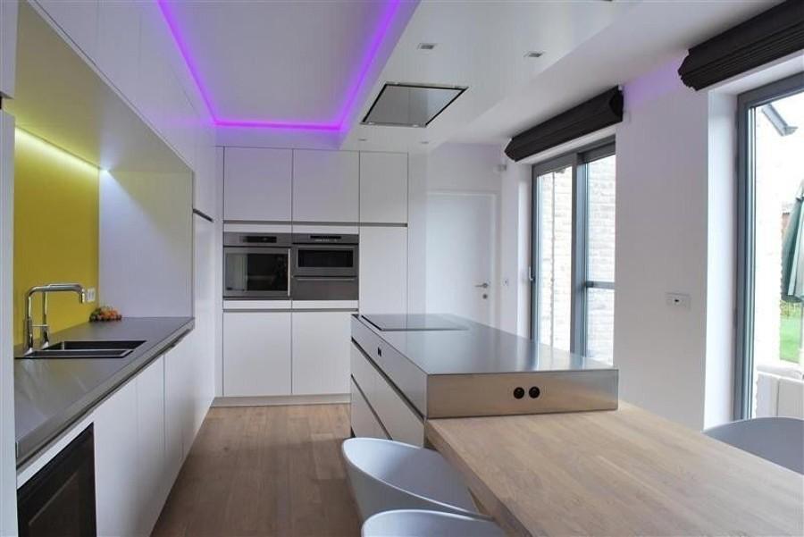 LED viola in cucina