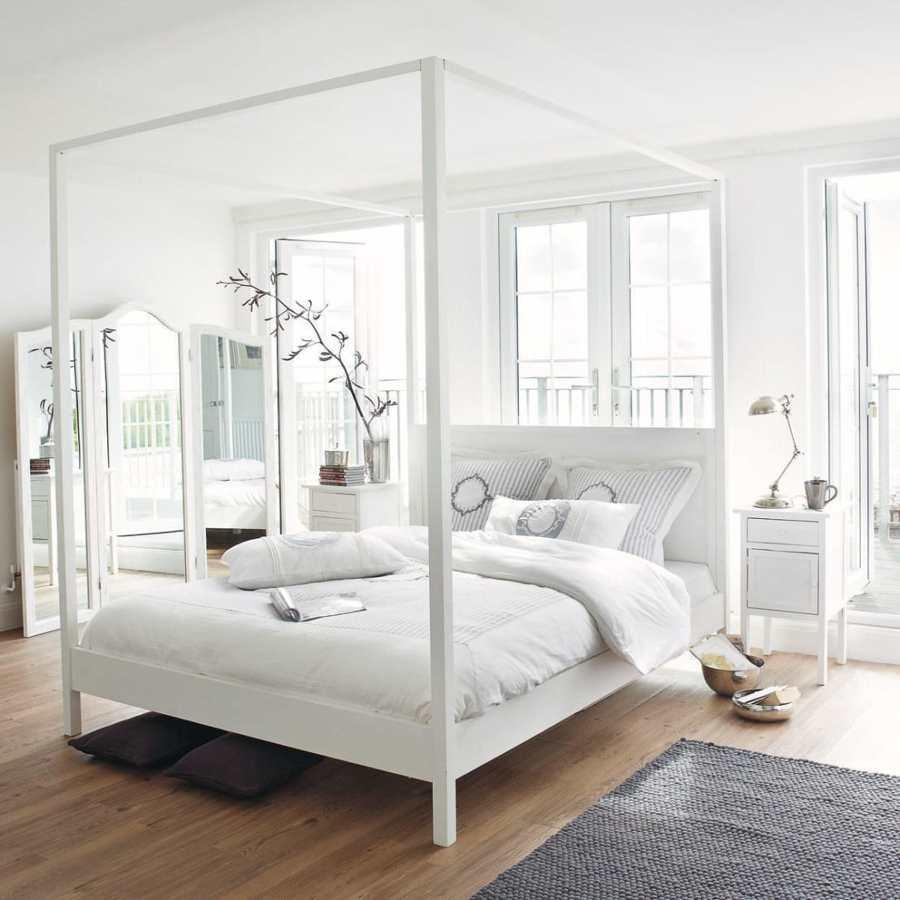 5 soluzioni per arredare la camera da letto con meno di - Camera da letto con baldacchino ...