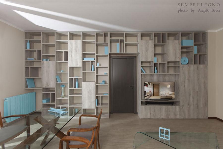 Libreria a tutta parete realizzata su misura