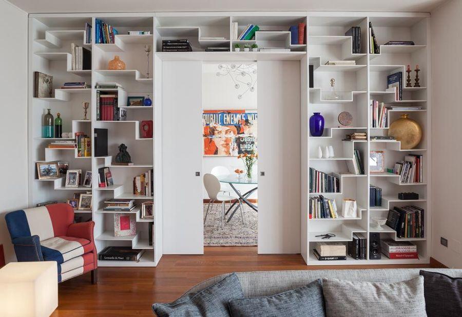 Foto libreria progettata e realizzata su misura per for Libreria soggiorno moderno