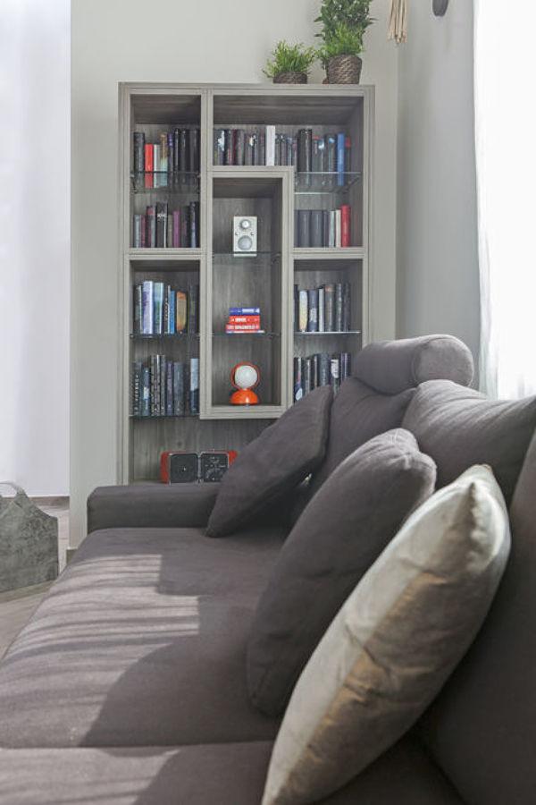 Libreria soggiorno a parete fatta su misura