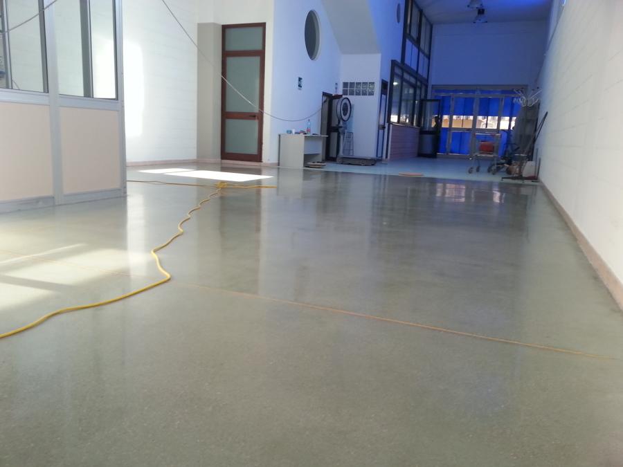 Il pavimento in cemento idee pavimenti continui for Aprire il pavimento