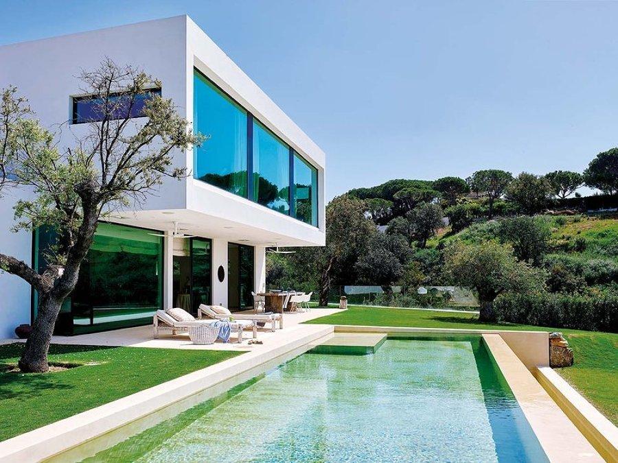 9 motivi per innamorarsi di una piscina in cemento resina for Piscina resina