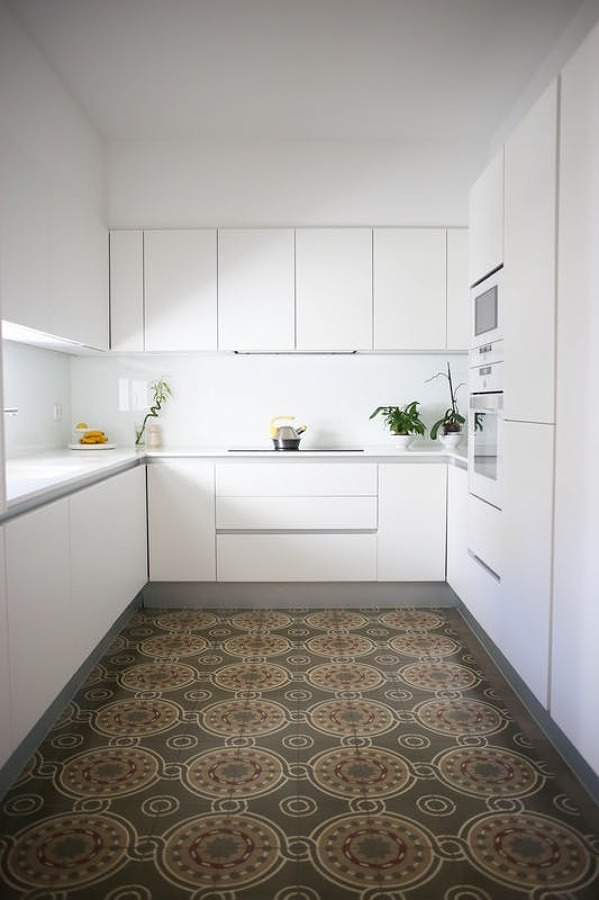 Come creare un perfetto look minimal idee interior designer for Mattonelle a specchio autoadesive
