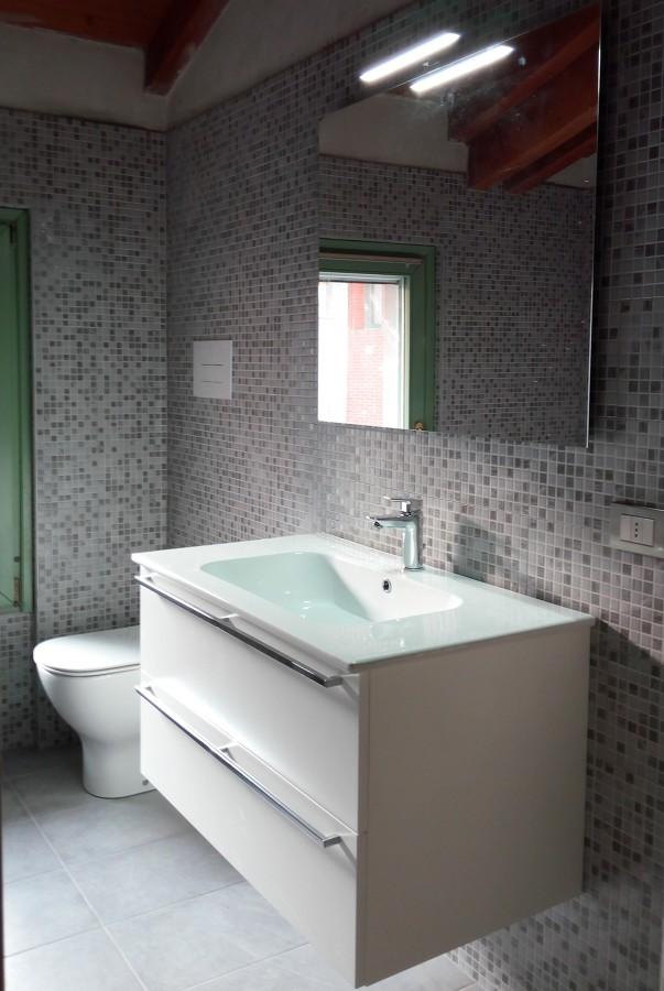 mobile bagno chiari 2.jpg