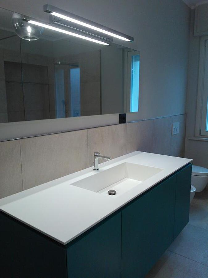 Foto: Mobile Bagno Idea Group con Lavabo In Minealmarmo di De Castro ...
