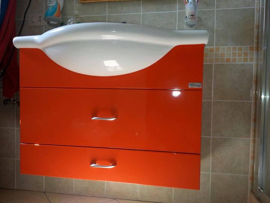 Foto mobile bagno per lavello sagomato di percorsoarredo - Mobile lavello bagno ...