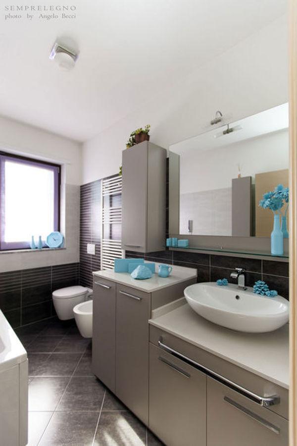 Mobile base coprilavatrice e pensile su misura per bagno moderno