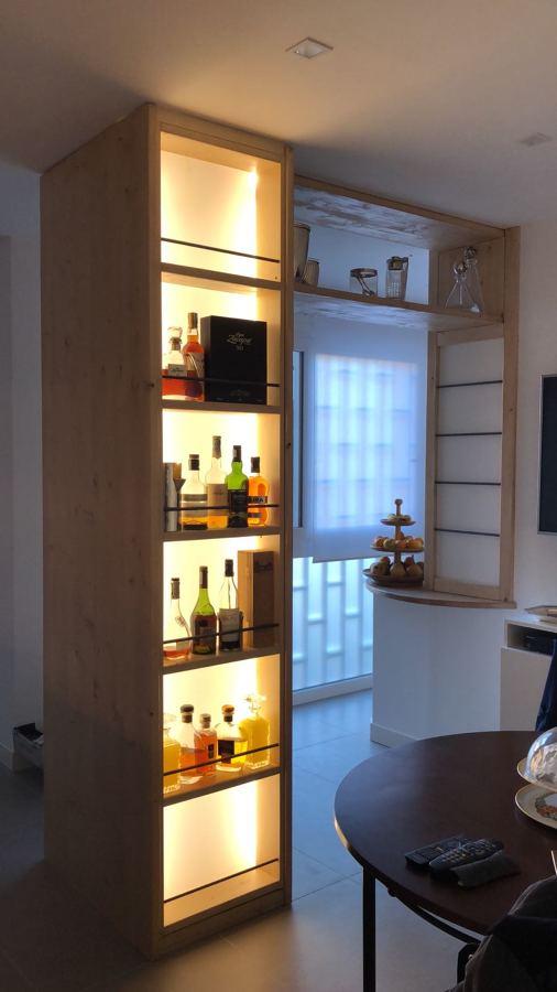 Mobile Liquor display retroilluminato su misura 3