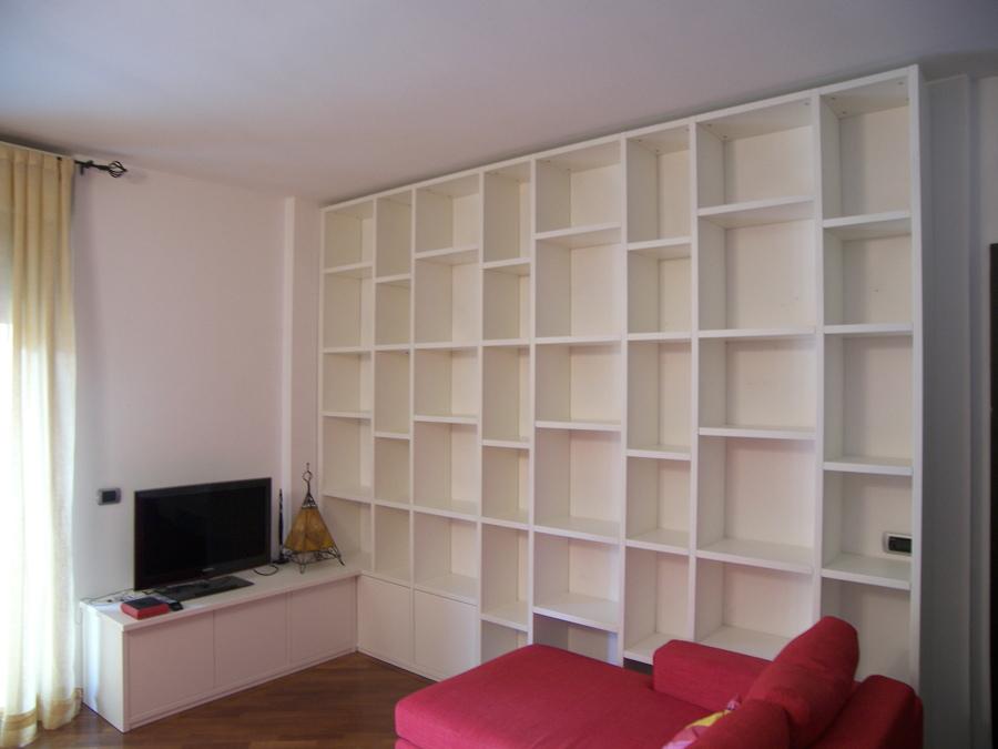 Mobile soggiorno libreria laccato bianco idee falegnami Mobile soggiorno bianco