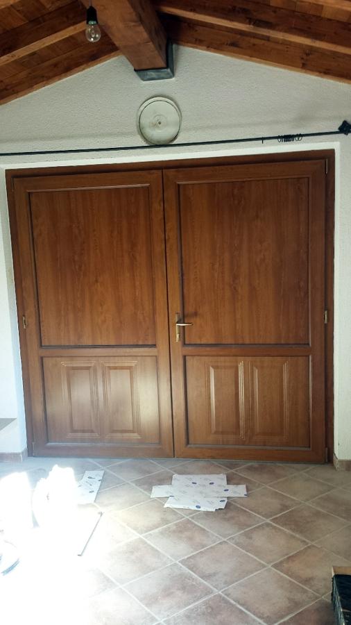 Montaggio ingresso garage in PVC