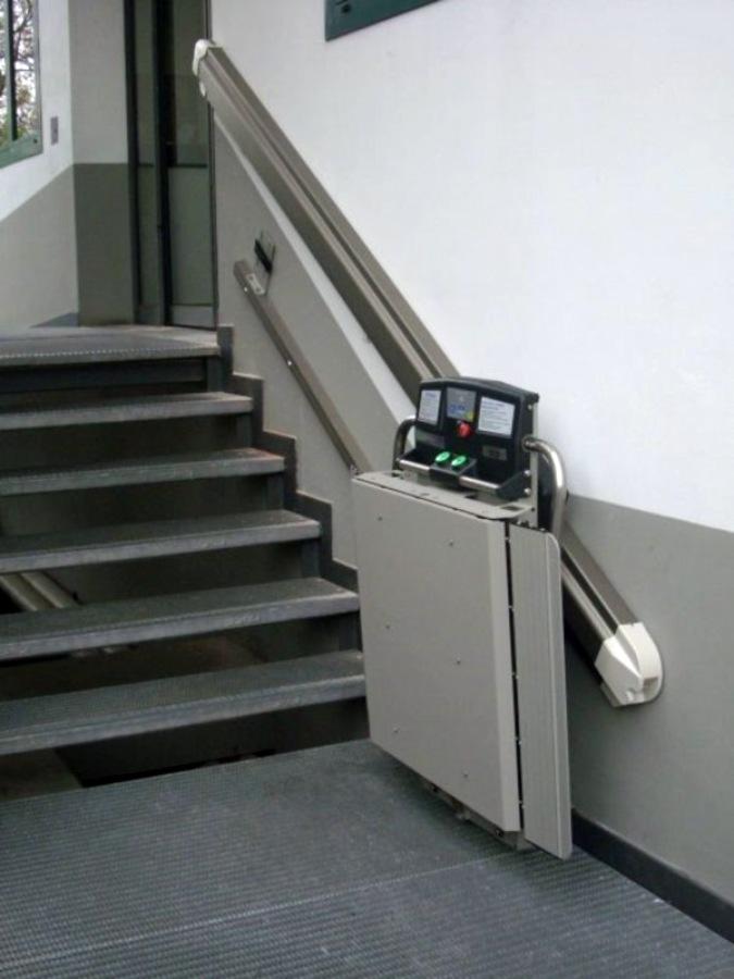 Foto montascale x3 per scala rettilinea a rho de for Garaventa lift