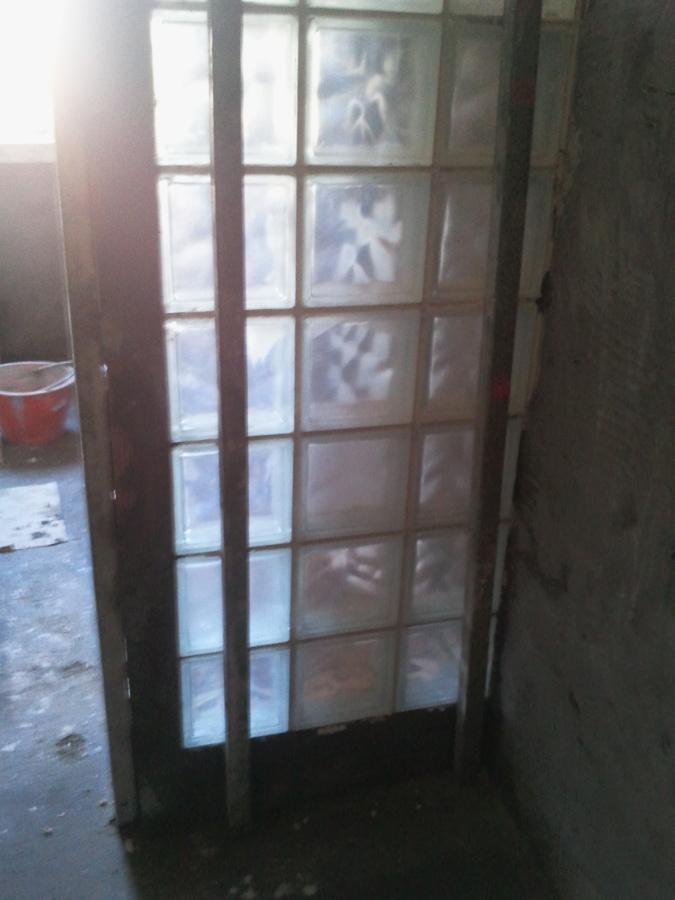 Doccia con vetrocemento mangiavacchi architetti cilind - Mattoni vetrocemento per doccia ...