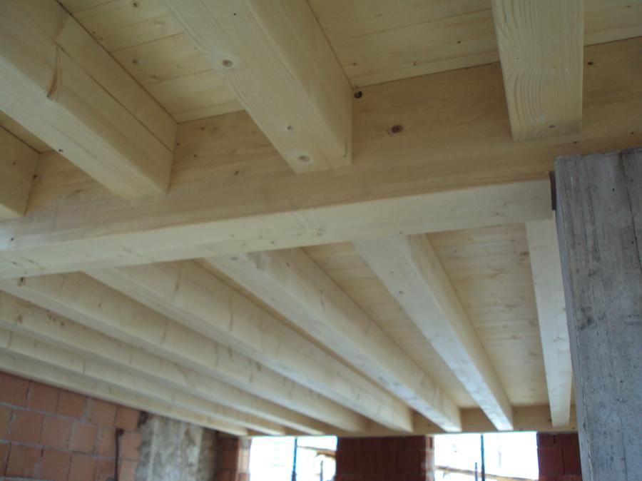 Progetto creazione solai in legno a vista idee for Pilastri per una casa