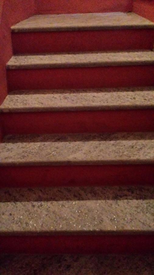 Nuova scala realizzata con gradini in beola
