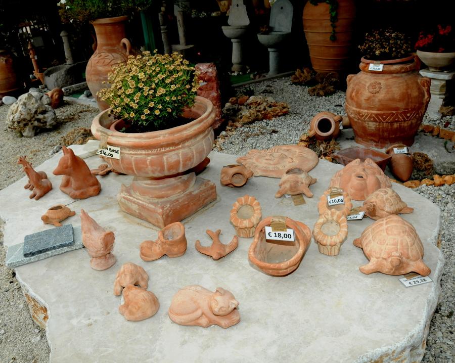 oggetti in terracotta particolari