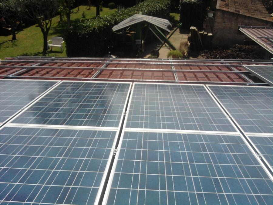 Foto pannelli solari di g a impianti tecnologici 380919 for Pannelli solari immagini