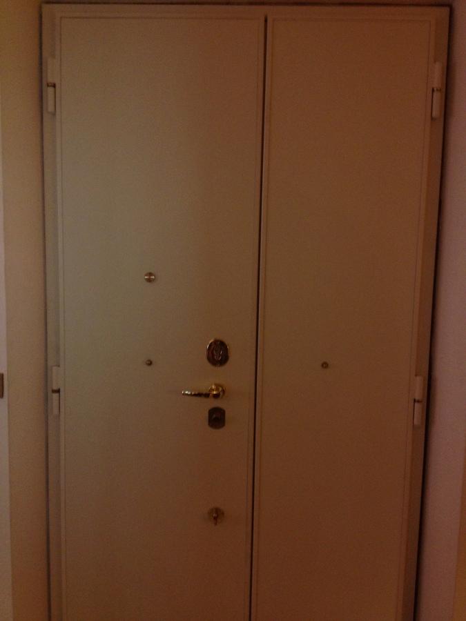 Panoramica parte interna della porta