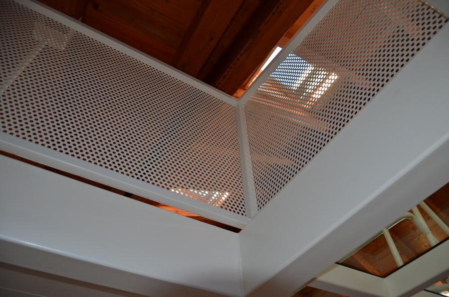 Foto parapetto in lamiera forata di alessandro jurcovich for Architetto per interni