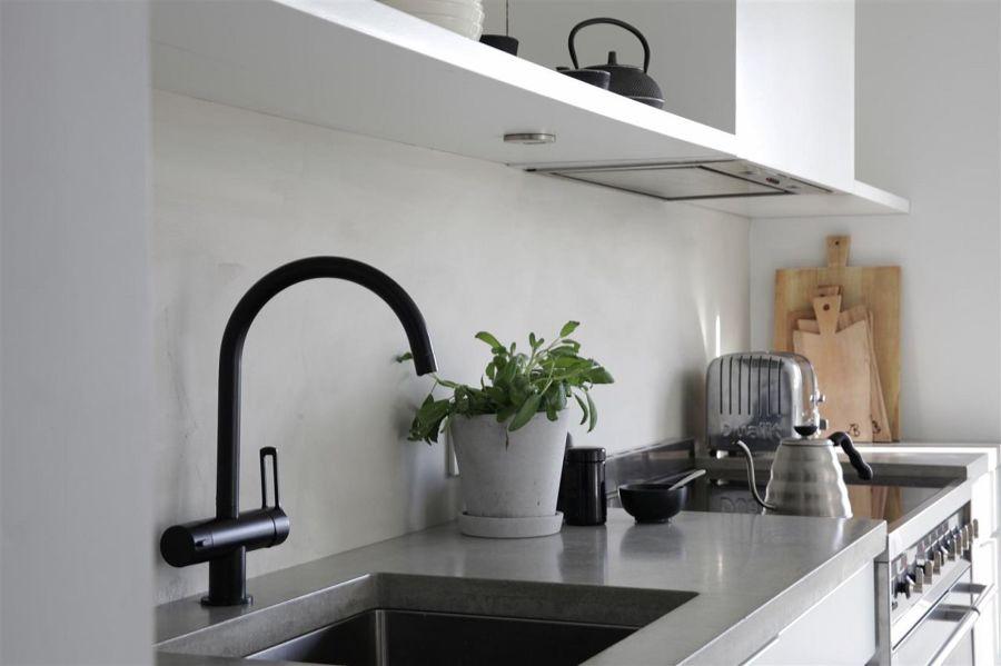 Foto paraschizzi cucina in cemento resina di rossella cristofaro 472833 habitissimo - Paraschizzi cucina ...