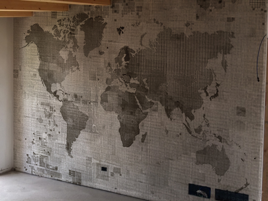 Foto parete arredativa con carta da parati di biffi for Carta da parete adesiva